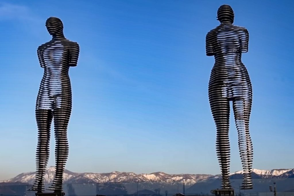 Ali ir Nino statulos