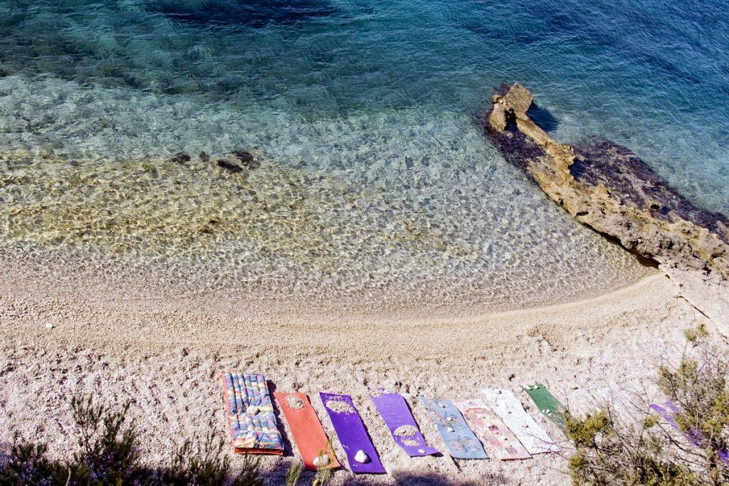 Hvar salos paplūdimiai