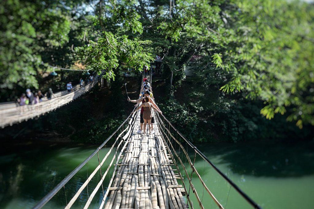 Pakabinamas bambuko tiltas