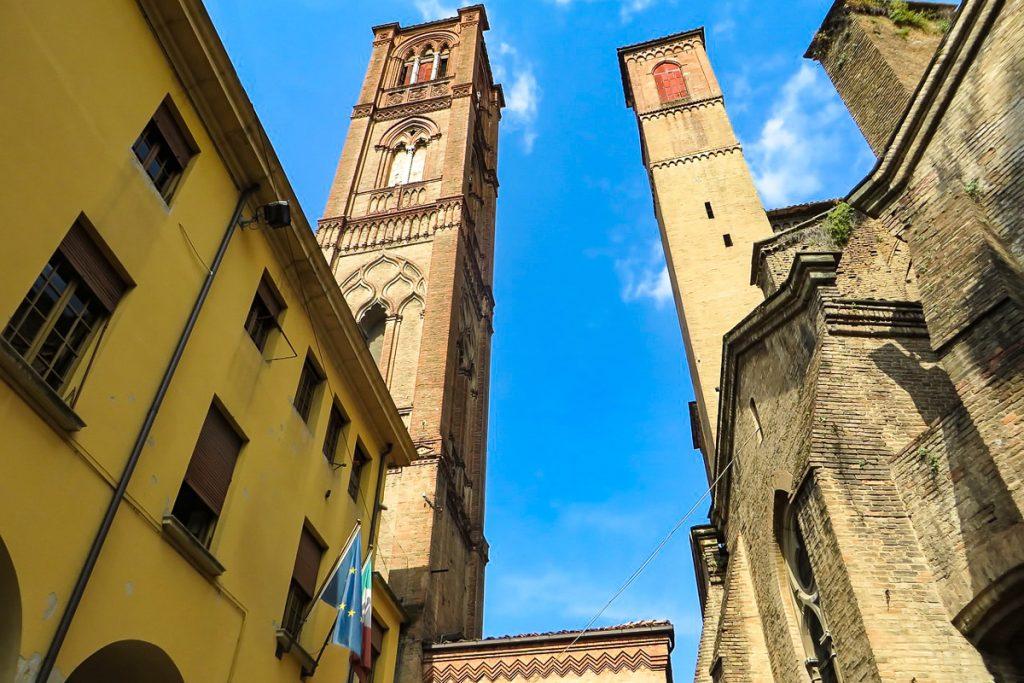 Pasvirę Bolonijos bokštai