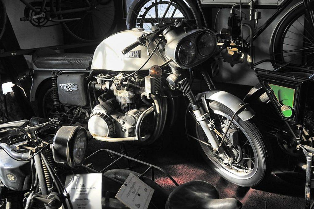 Kipro klasikinis motociklų muziejus